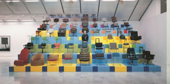 Christian Philipp Müller, Portrait of the Museum as a Chair, 2001, The National Museum of Art, Osaka, Photo: Shigefumi Kato, Courtesy and Copyright Christian Philipp Müller